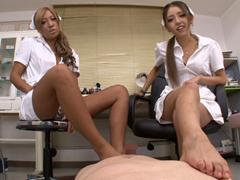 痴女医とド変態ナースがM男患者に美脚パンスト踏みつけ足舐め足コキ集団足責め