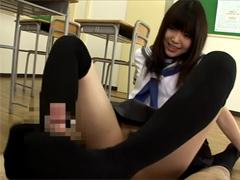 女子校生の足コキテクに跪け愚民どもなのだ(*´∀`*)