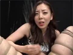 射精直後の高速亀頭責めで吹出した大量のチンポ潮がS嬢の顔面にぶっかかる!