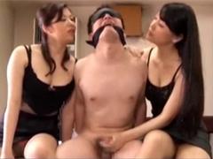 目隠し拘束され痴女2人組に耳元で淫語囁かれながら寸止めを繰り返されるM男