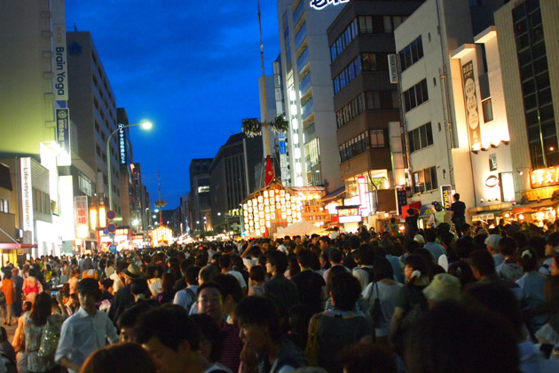祇園祭の雑踏