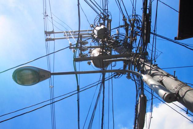 電柱と青い空