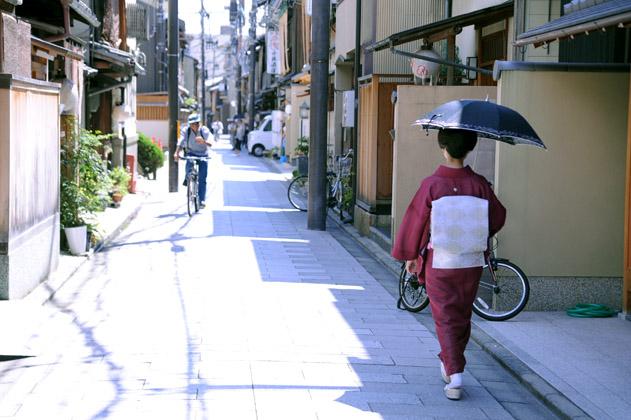 真夏の午後の宮川町