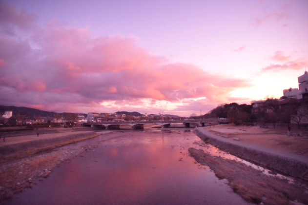 川面と夕雲