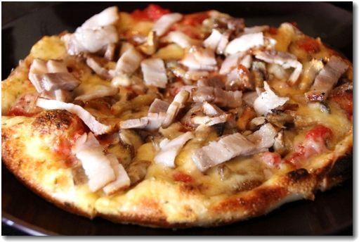 自家製ベーコンときのこのピザ♪