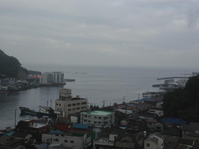 雨の浦賀港
