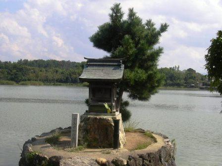 広沢池観音島の弁天堂_H16.10.09撮影