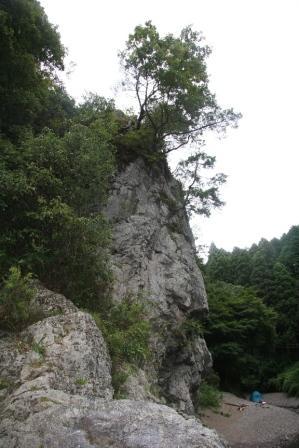 落合の崖下から全体像_H19.09.07撮影