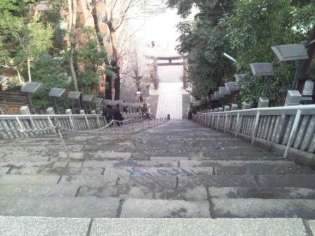 愛宕神社出世の石段見下ろし_H24.03.06撮影