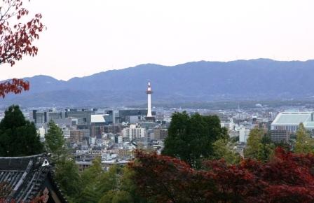 霊山護国神社から見える京都タワー_H24.11.10撮影
