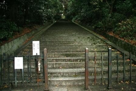 豊国廟の石段(下部)見上げ_H24.12.08撮影