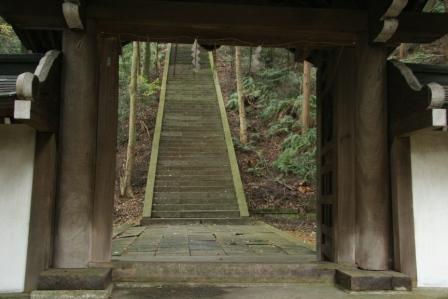 豊国廟の石段・中門から_H24.12.08撮影