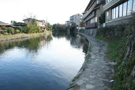 川沿いの石畳_H24.12.09撮影
