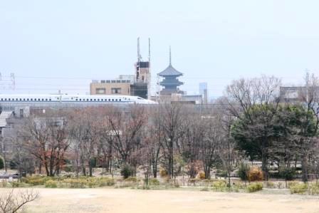 東寺と新幹線_H24.12.23撮影