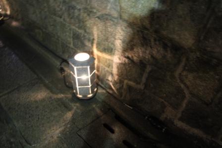 石塀小路の灯籠_H25.03.16撮影