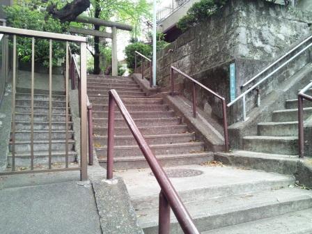 石段の交差点_H25.04.14撮影