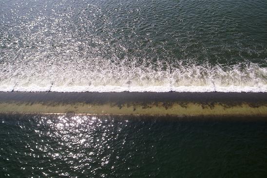 河口堰の落水
