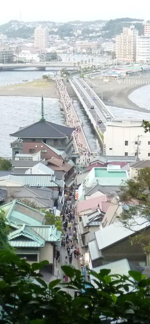 参道と江ノ島大橋