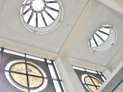 円形窓です