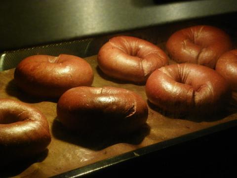 チョコベーグル 焼成中
