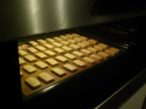 しょうがはちみつクッキー 焼成中