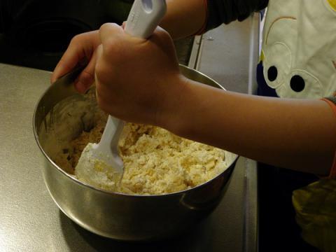 子どもとクッキー生地作り
