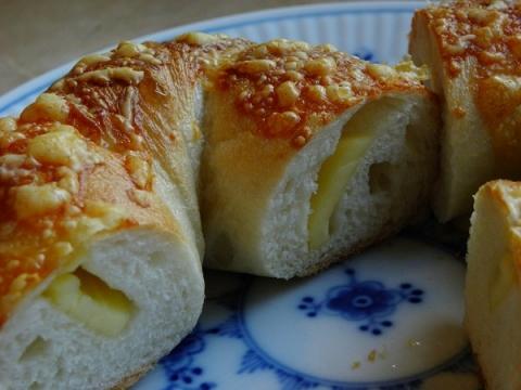 スモークチーズ入りベーグル