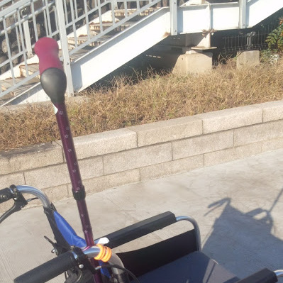 車椅子と杖