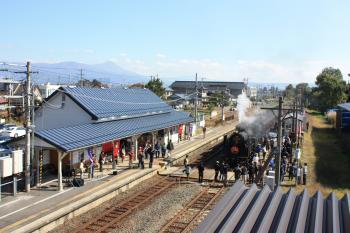 会津坂下駅で出迎えを受けるSL只見線奥会津号