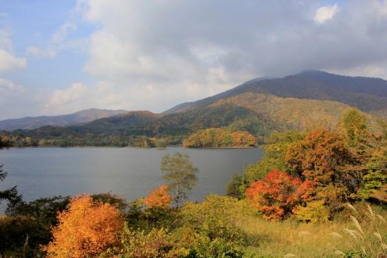 料金所付近からの小野川湖