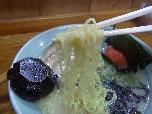 ちぢれた中細麺