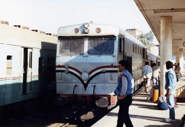 25急行列車278