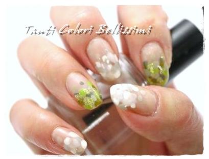 白×緑ドットとパンダネイル
