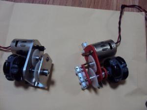 試作タイプ(右)とアルミボディタイプ(左)
