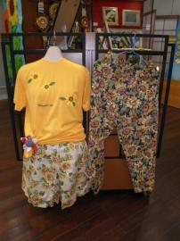 ひまわりTシャツとキュロットスカートとパンツ