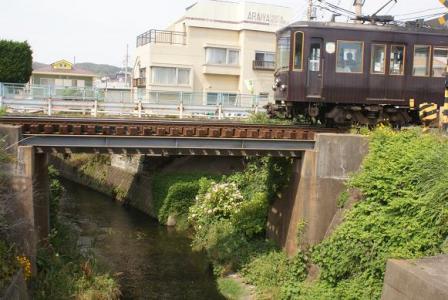 七里ガ浜駅際