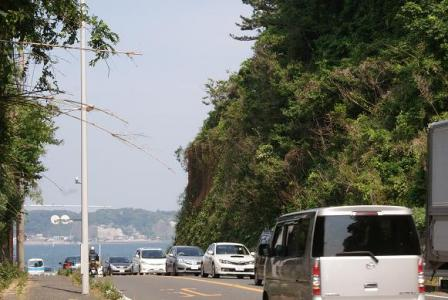 稲村ガ崎から由比ガ浜へ出るところ
