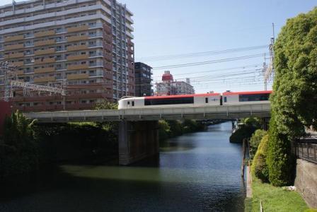 横十間川と成田エクスプレス