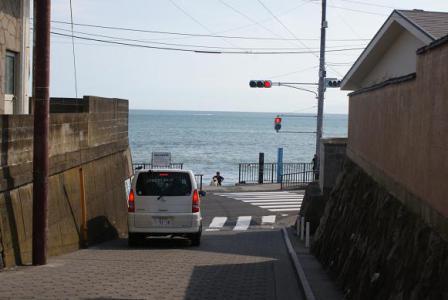 海へ出る坂