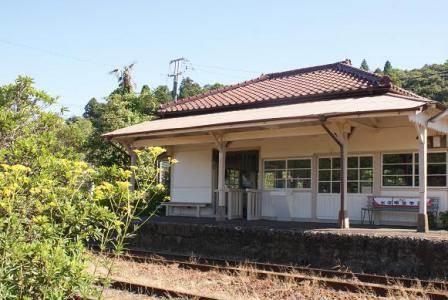オミナエシ咲く上総鶴舞駅