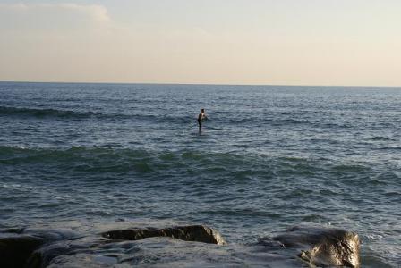 海の上を歩く人