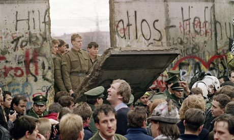 A-gap-in-the-Berlin-Wall--001.jpg