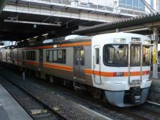 停車中の313系電車