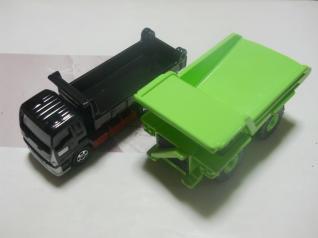 ダンプカー2台