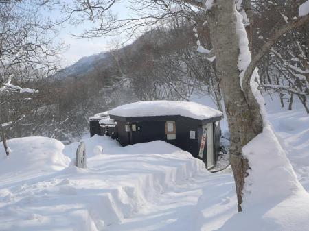 雪に囲まれた熊の湯