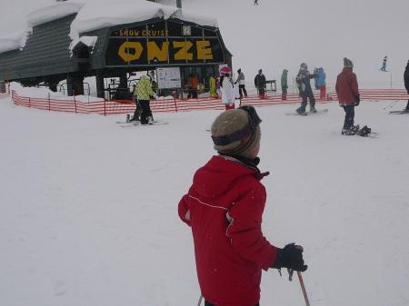 今シーズン初スキーに少し緊張かな?