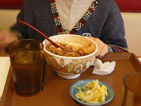 お昼は牛丼並盛…リーズナブル!