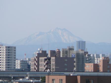 恵庭岳が大きく見える。