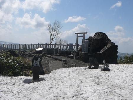 山頂広場は雪なしの地面