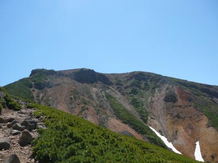 まずは通過点の上富良野岳へGO